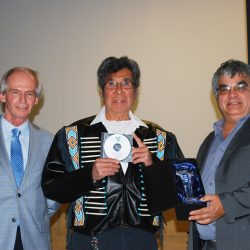 "Geronimo Henry, Six Nations' ""Elvis"" gets volunteer award"